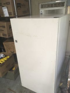 small kenmore upright deep freezer, only number on it is 10 so assume its 10 cubic feet