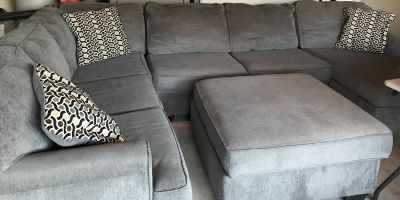 Large Sectional Sofa w/ Storage Ottoman