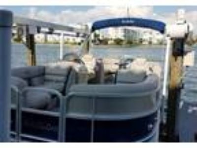 2015 South Bay 522-RS-Tri-Toon Power Boat in St Pete Beach, FL
