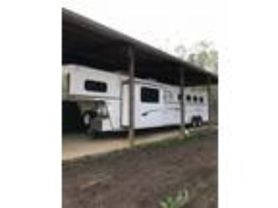 2008 Trails West 4H Slant wLarge Living Quarters and Slide Out