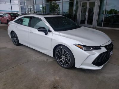 2019 Toyota Avalon (Wind Chill Pearl)