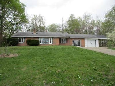 3 Bed 1 Bath Foreclosure Property in Dowagiac, MI 49047 - Morton St