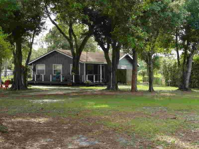 4807 Buchanan Drive Fort Pierce Two BR, Charmin country Cottage