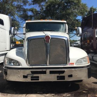 2012 Kenworth T660 Conventional Sleeper (White)