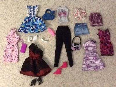 Clothes and accessories for Barbies 18 pcs in all . See additional pics