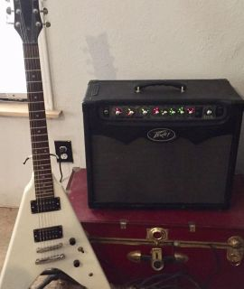 PEAVEY VYPYR 30 SOLID STATE GUITAR AMP 30 WATTS very loud excellent condition