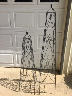 2 Wrought Iron Decor for Climbing Flowers