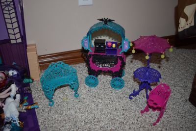Monster High City of Frights Cafe cart play set furniture floating bed lot accessories
