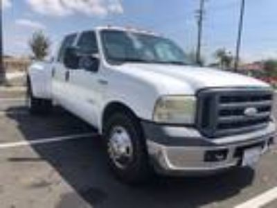 2007 Ford F-350 DUALLY White,