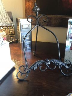 Large Black Metal Easel. Will Hold a thick Cookbook or picture! Great Condition!
