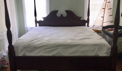 Used Condition Beautiful king bed frame, mattress and boxspring