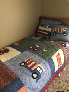 2 sets of twin comforter s