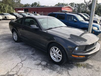 2007 Ford Mustang V6 Deluxe (Gray)