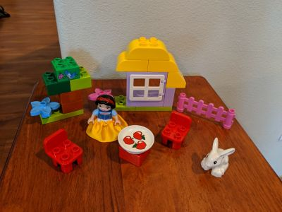 Lego Duplo Snow White with pieces to cottage