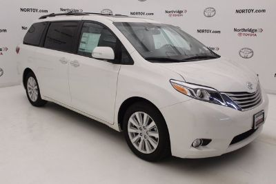 2017 Toyota Sienna Limited (Blizzard Pearl)