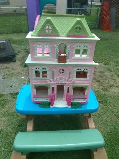 Doll house hard plastic been played with outside needs cleaned up in good shape
