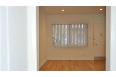 This rental is a apartment Raymond.