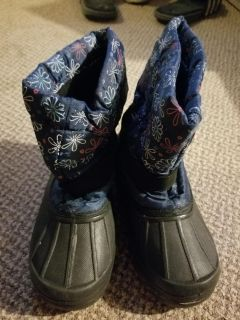 Girls size 1 snow boots
