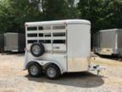 2 Horse Straight Load Bee Trailer w Chest & Butt Bars, Escape Door, Loading Ramp