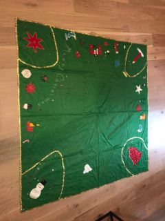 VGUC HANDMADE FELT CHRISTMAS TABLECLOTH