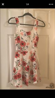 NWT! H&M Floral Skater Dress - Size 8 (Fits like 6)