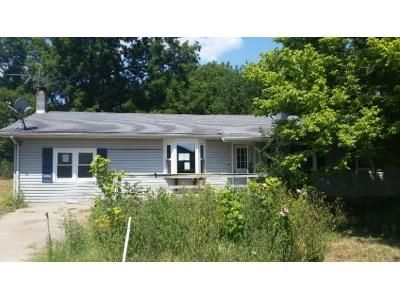 3 Bed 2 Bath Foreclosure Property in Greenfield, MO 65661 - 2 Box 444