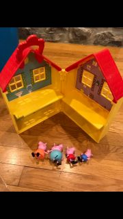 Peppa pig house and pigs