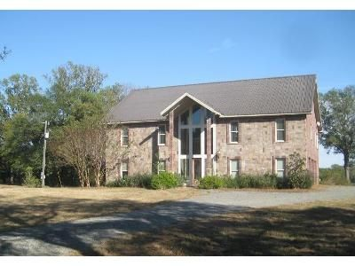3 Bed 4.5 Bath Foreclosure Property in Farmerville, LA 71241 - Loch Lomond Dr