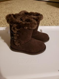 Brown boots in like new condition. Size 10 toddler