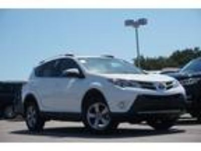 2015 Toyota RAV4 XLE Navigation, Sunroof & Alloy Wheels