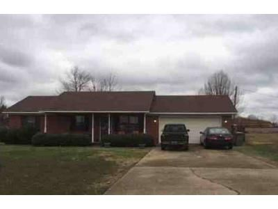 3 Bed 2 Bath Foreclosure Property in Muscle Shoals, AL 35661 - Beverly Ave