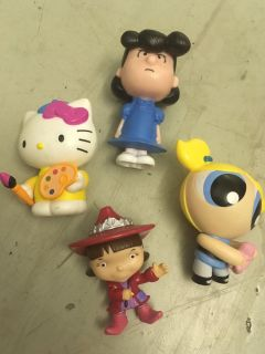 Girls toy figures, 4 snoopy power puff kitty