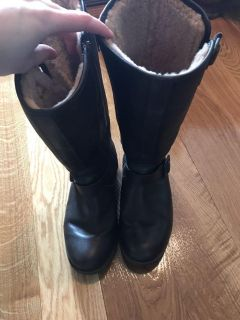 Women s 8.5 Leather UGG boots $20