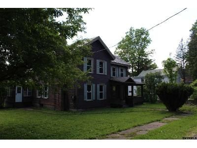 3 Bed 3 Bath Foreclosure Property in Broadalbin, NY 12025 - Maple St