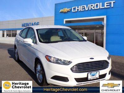 2016 Ford Fusion SE (white)