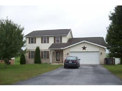 3 Bed 2.5 Bath Foreclosure Property in Chambersburg, PA 17202 - Holly Ln