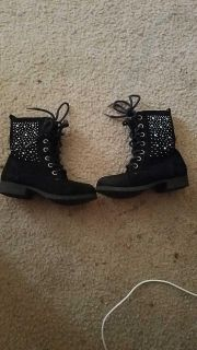 Piper size 10 boots $0.50
