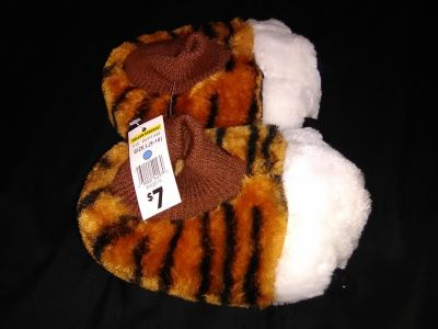 Toddler/Kids Large 9/10 Slippers