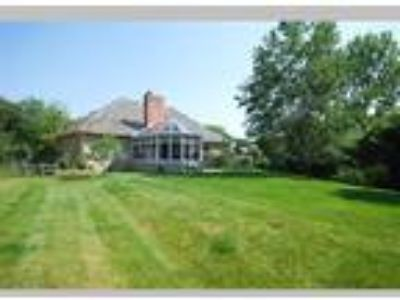 Brokers Tour Beauty Mon. from 10 am-1 PM, Lindenhurst, IL