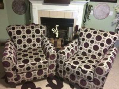 SET OF 2 PURPLE CIRCLE DESIGN ACCENT CHAIRS