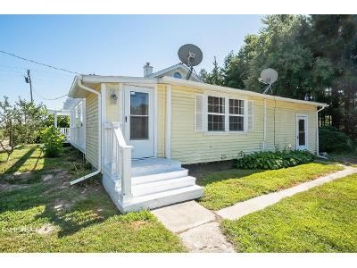 2 Bed 1 Bath Foreclosure Property in Watervliet, MI 49098 - 48th Ave