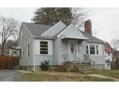 3 Bed 2 Bath Foreclosure Property in Norwich, CT 06360 - Goldberg Ave