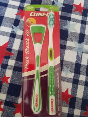 NEW Close Up Tooth Brush and Tongue Cleaner. Lime Green