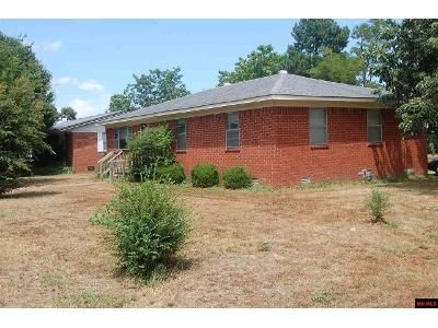 3 Bed 2 Bath Foreclosure Property in Walnut Ridge, AR 72476 - Pocahontas Rd