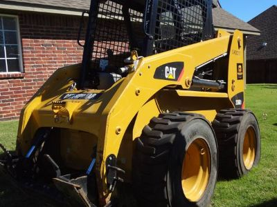 Cat 236, 200 hours, good tires, runs perfect