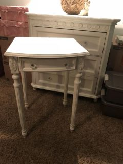 Shabby Chic side table / night stand - blemish on top from movers/I always had a tray or something else coving it - EUC POMS