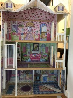 Make An Offer!! Large KidKraft Doll House (retail $180+)