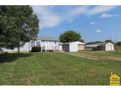 2 Bed 2 Bath Foreclosure Property in Deepwater, MO 64740 - SW 700 Rd