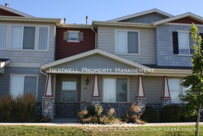 Nice 3 Bed Townhome in Rockwell/Pleasant Grove!