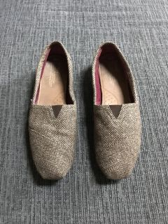 TOMS size 10